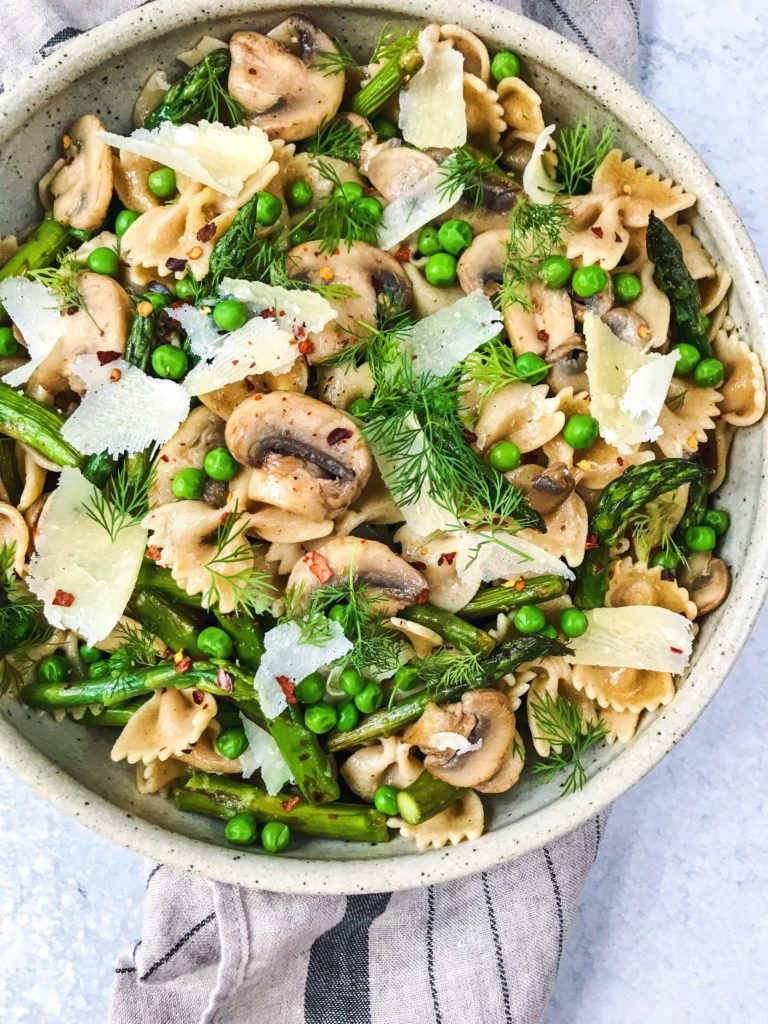 Spring pasta with lemon, asparagus, and peas - Daisybeet