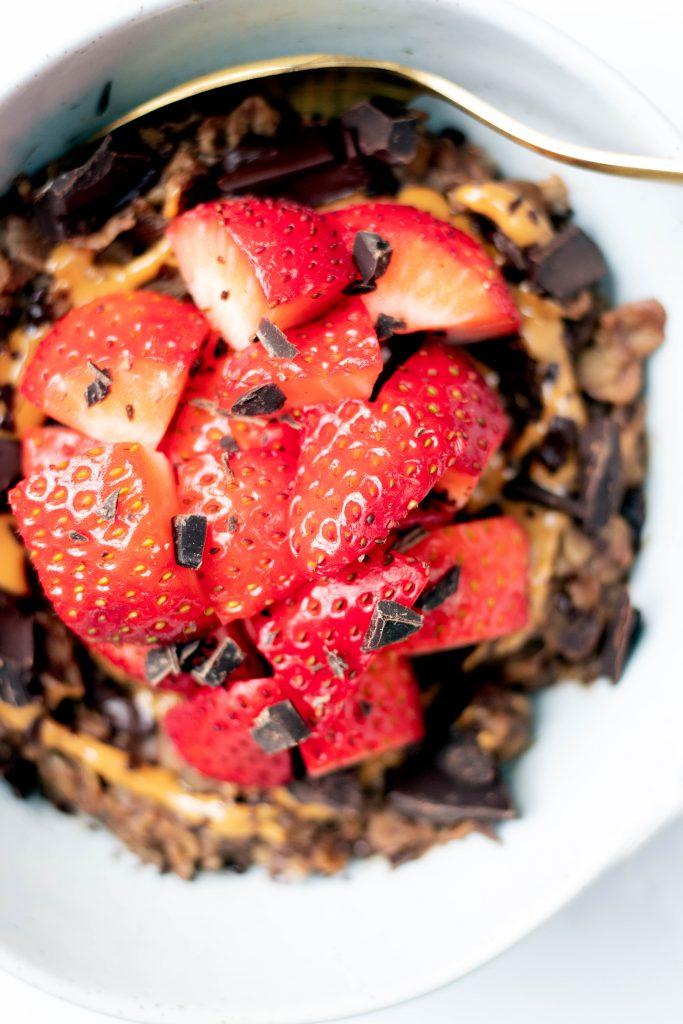 Chocolate Strawberry Oatmeal - Daisybeet