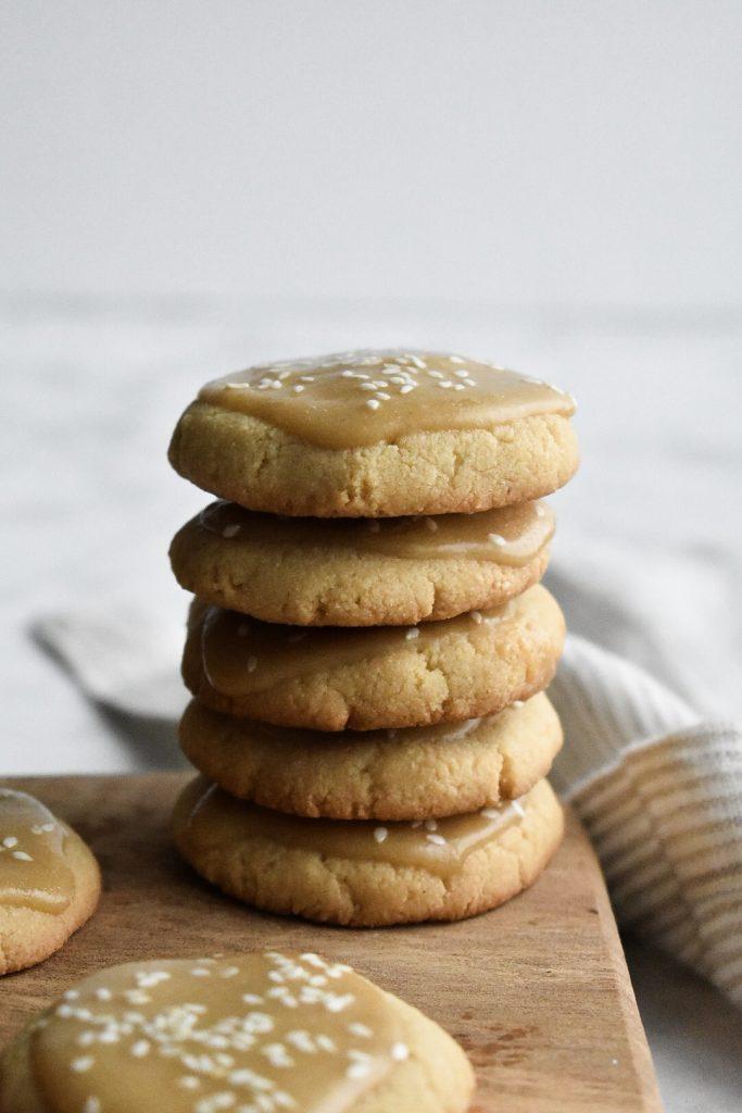 Salted Maple Oatmeal Cookies via Amanda Lee Lifestyle