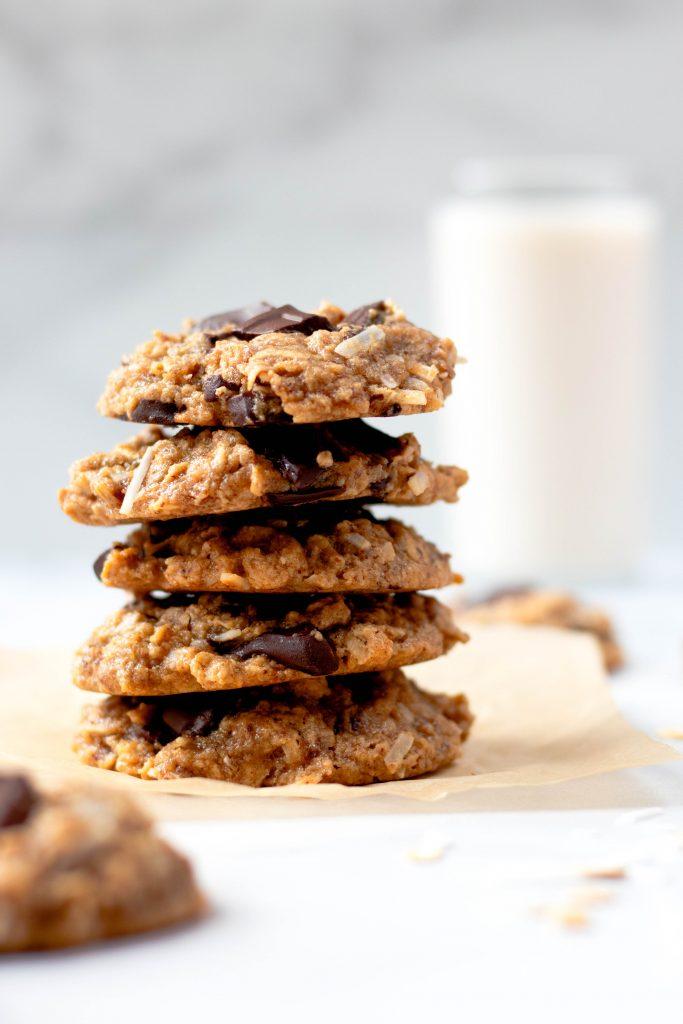 Tahini oatmeal cookies with coconut and chocolate chunks - Daisybeet