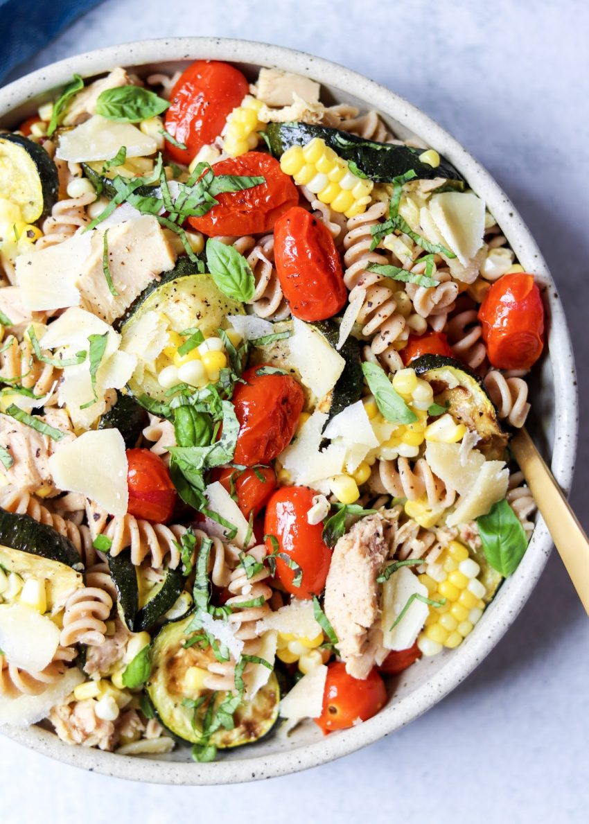 Pasta salad with roasted vegetables and tuna