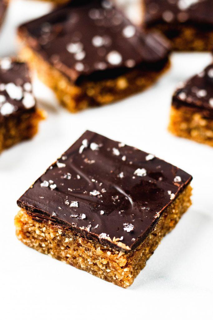 No Bake Chocolate Peanut Butter Bars - Daisybeet