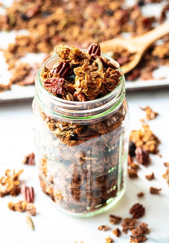 Gingerbread Granola (Vegan, Gluten Free) - Daisybeet